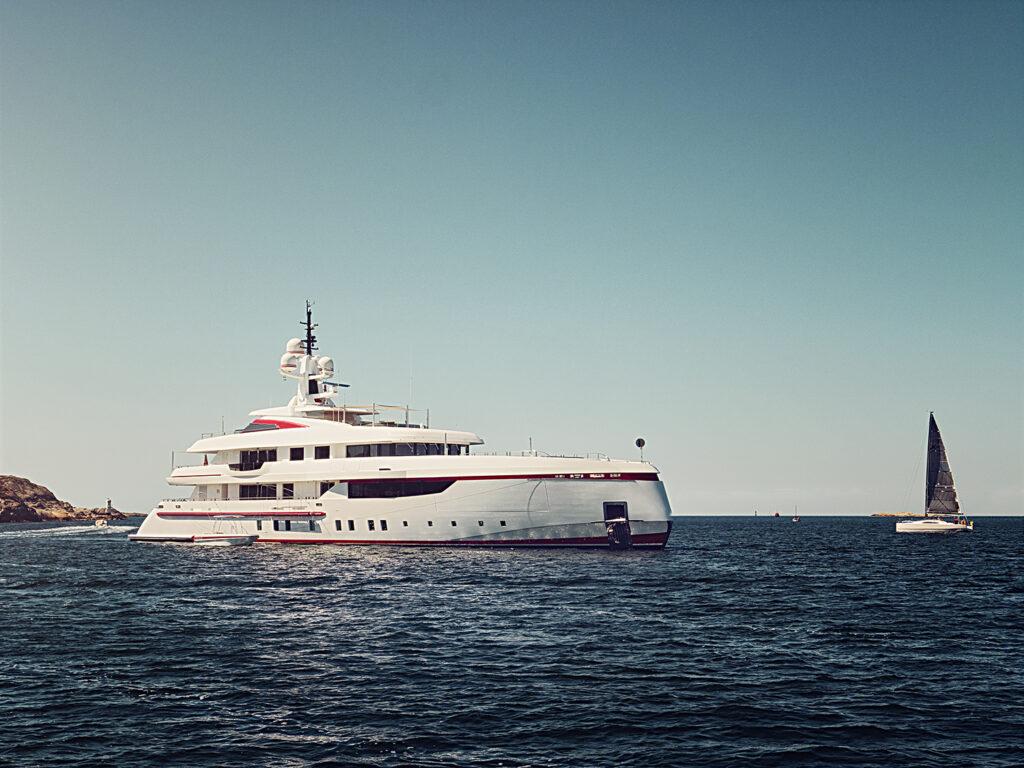 Lifestyle - Superyacht - Skysol Frame - Dometic - Acastimar